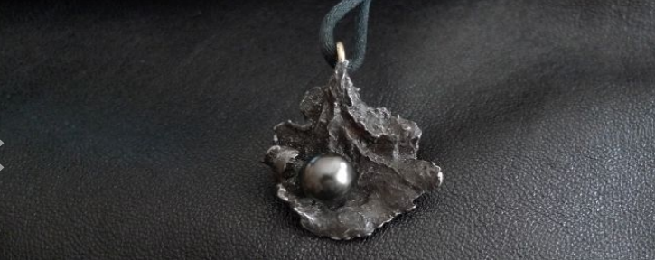 natural shaped meteorite with a cultured Tahiti pearl