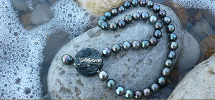 Tahiti pearl strand with a pyrite set as interchangeable clasp