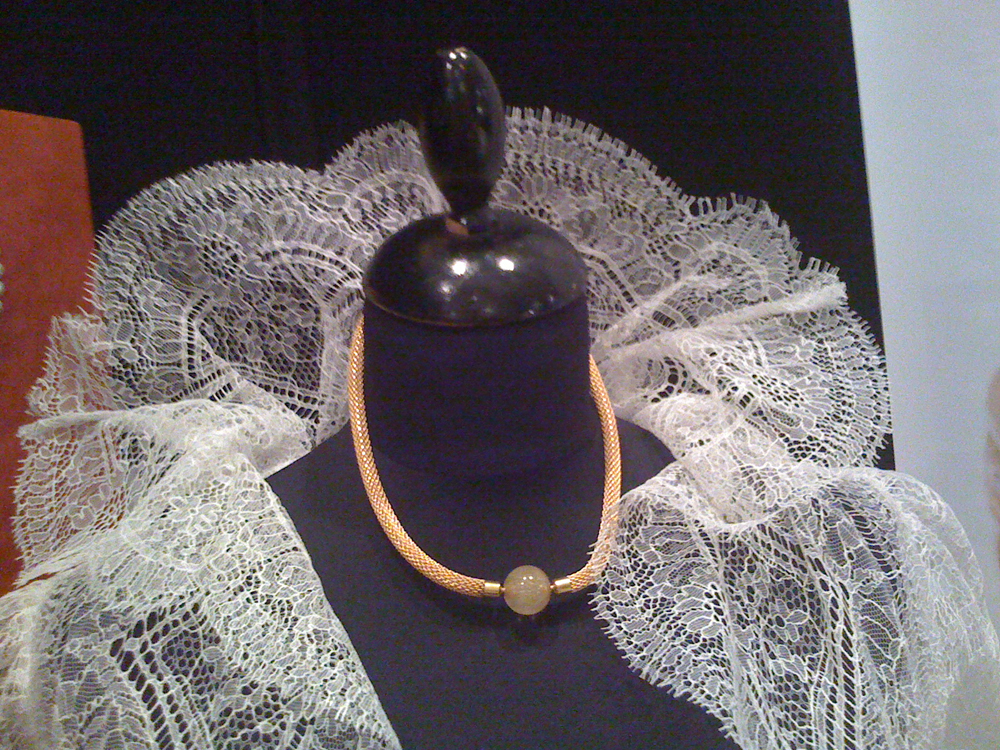 10-IMG_1030-anna-tabakhova-bijoux-paris-wedding-exhibiton-mesh-chain-rutile-quartz-clasp