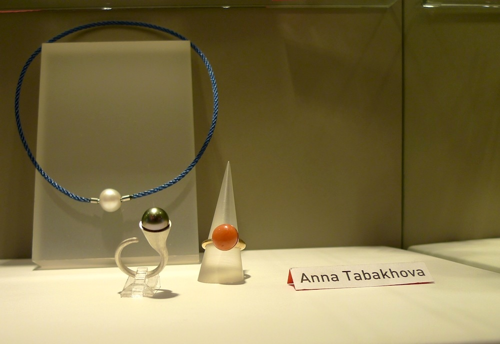 Bagues argent ou or serties de perle de Tahiti ou corail, modèle déposé anna tabakhova paris