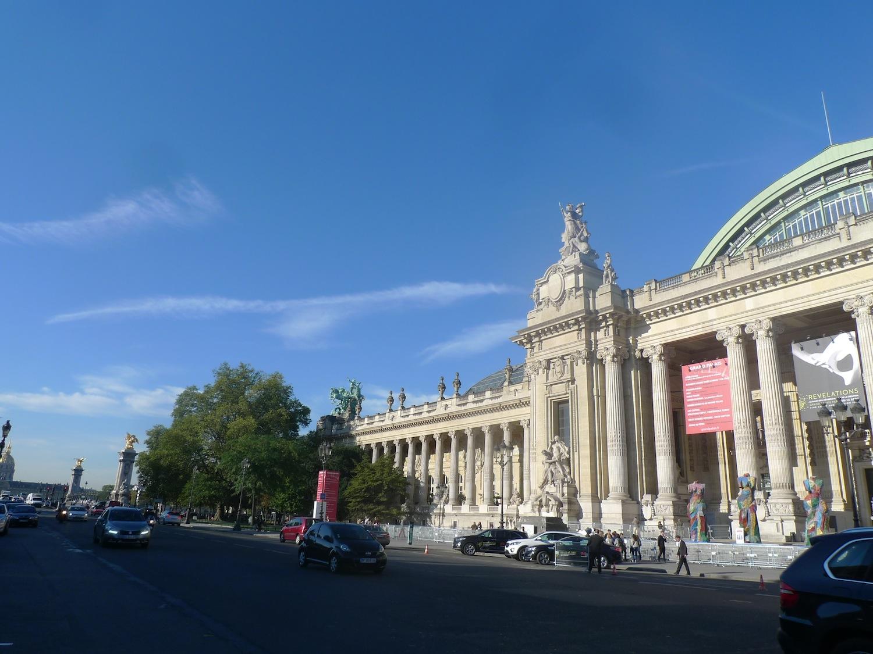 Paris le Grand Palais salon Revelations vue du pont Alexandre III anna tabakhova bijoux Paris