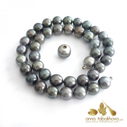 BLACK TAHITI pearl necklace with a clasp in a pearl
